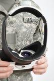 户内戴VR眼镜的射击了男性医生 免版税库存照片