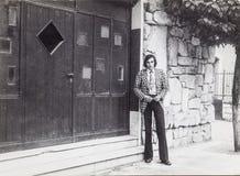 户外一个人的原始的葡萄酒照片20世纪60年代 库存图片