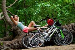 户外两辆自行车 免版税库存图片
