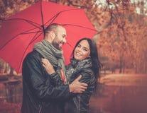 户外中年夫妇在秋天天 库存图片