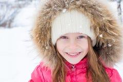 户外可爱的小女孩画象  库存图片