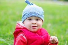 户外可爱的婴孩画象  库存图片