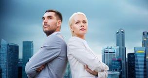 户外商人和女实业家 免版税库存图片