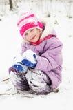 户外女孩多雪的冬天 免版税库存图片