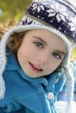 户外女孩帽子纵向小孩冬天 免版税库存图片