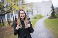 户外女性大学生画象在校园里 图库摄影