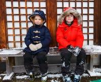 户外小女孩在冬天 免版税库存照片
