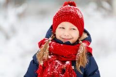 户外小女孩在冬天 图库摄影