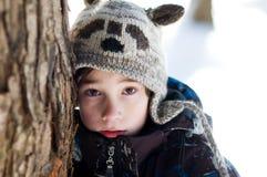 户外小男孩在冬天 免版税图库摄影