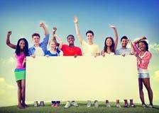 户外小组朋友志愿团结合作乐趣概念 库存图片