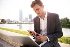 户外年轻商人工作职业生活方式 库存照片