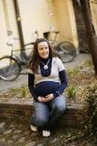 户外新的孕妇 免版税库存图片