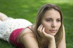 户外沉思妇女年轻人 库存照片