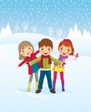 户外演奏冬天的儿童日 免版税库存图片