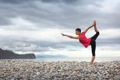 户外瑜伽 免版税图库摄影