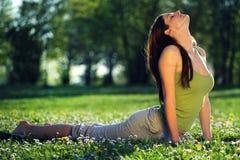 户外瑜伽 免版税库存图片