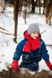 户外男孩佩带冬天 免版税库存照片