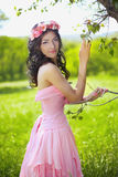 户外秀丽浪漫女孩 美丽的少年式样女孩与 免版税库存图片