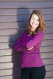 画象美丽的青少年深色的女孩愉快微笑用横渡的手 库存图片