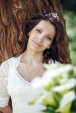 户外美丽的新娘在森林克里米亚里 免版税库存图片
