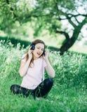 户外耳机妇女 免版税库存照片