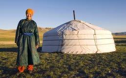 户外蒙古妇女常设帐篷概念 免版税库存图片