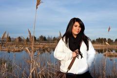户外讲西班牙语的美国人妇女 图库摄影