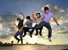 户外跳的男合作年轻人 免版税库存图片