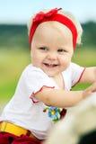 户外逗人喜爱的女婴 免版税库存图片