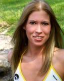 户外金发碧眼的女人年轻人 免版税库存图片