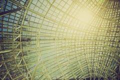 户外金属钢框架的楼房建筑 库存照片