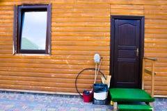 户外门、台阶和窗口 库存照片