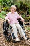 户外高级轮椅妇女 免版税库存图片