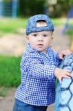 户外10个月的男婴年龄 免版税图库摄影
