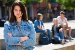 户外Outcasted十几岁的女孩 免版税图库摄影