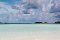 戽水者 大西洋和蓝天绿松石水  atkinson 免版税库存照片