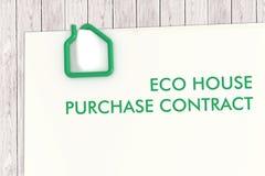 房地产与房子形状纸夹isolat的合同模板 免版税库存照片