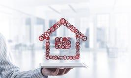 房地产或建筑想法由在桌上的家庭象提出了 库存照片