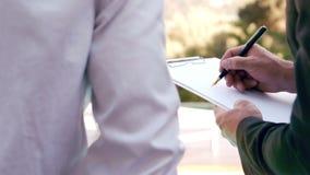 房地产经纪商对顾客的陈列租约 股票视频
