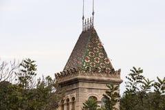 房子五颜六色的屋顶在公园Guell 免版税库存图片