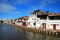 房子传统马来西亚的河沿 免版税库存图片