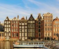 房子倾斜阿姆斯特丹 免版税库存照片