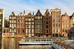 房子倾斜阿姆斯特丹 免版税库存图片