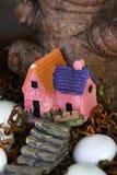 房子光亮的小的星期日冬天 库存照片