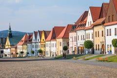 房子全视图大广场的在Bardejov 免版税库存图片
