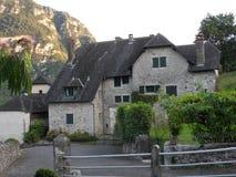 房子典型的村庄 免版税图库摄影