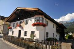 房子典型tyrolean 免版税库存图片