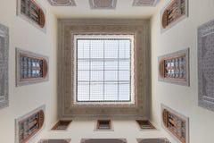 房子内部阿拉伯样式的有清楚的屋顶上面 库存图片