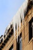 房子冰柱屋顶 免版税库存图片