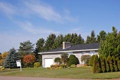 房子出售郊区 免版税库存照片